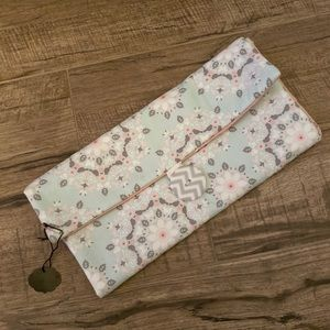 NWT Diaper clutch/changing pad💓